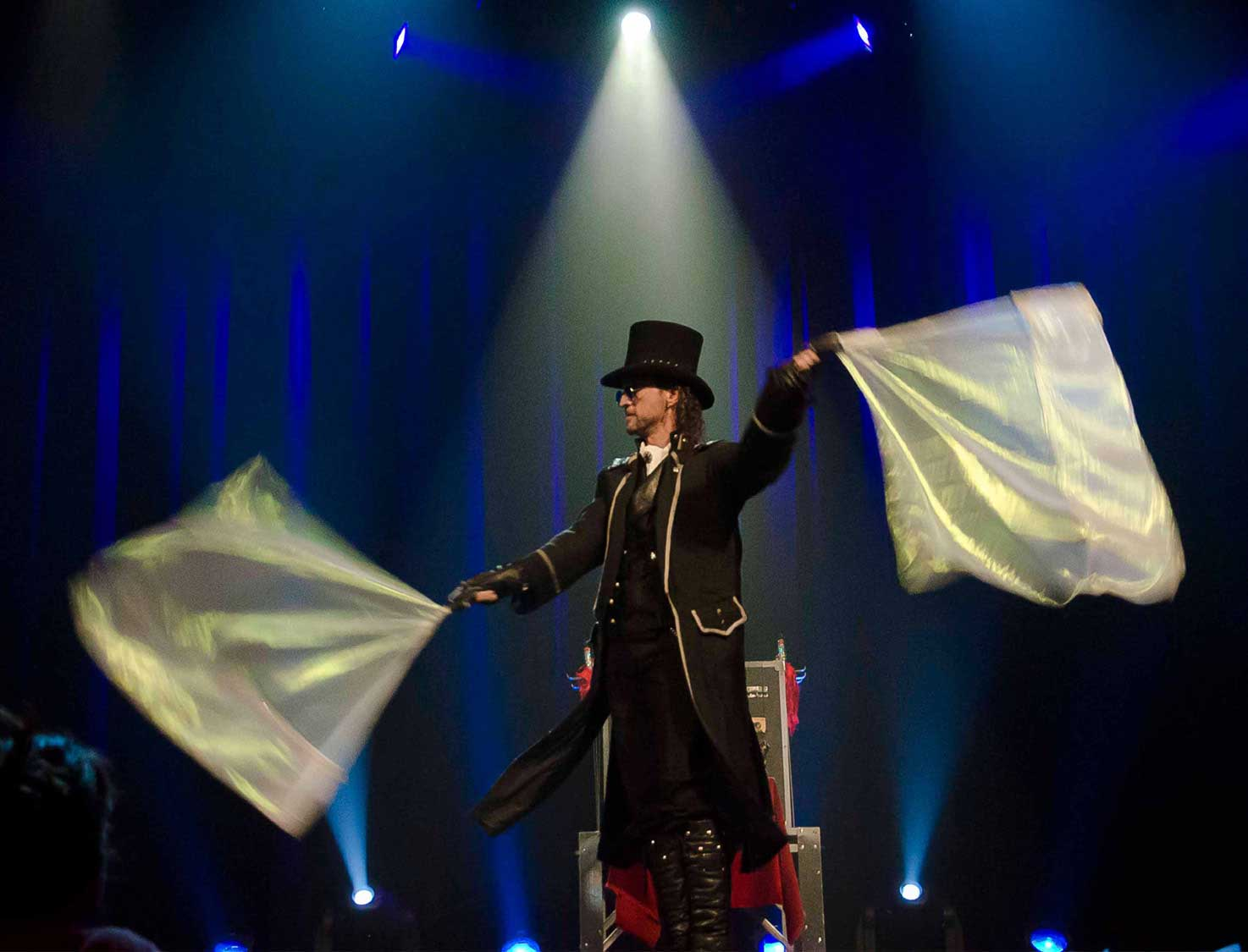 Videos and photos of Loran the illusionist on the stage