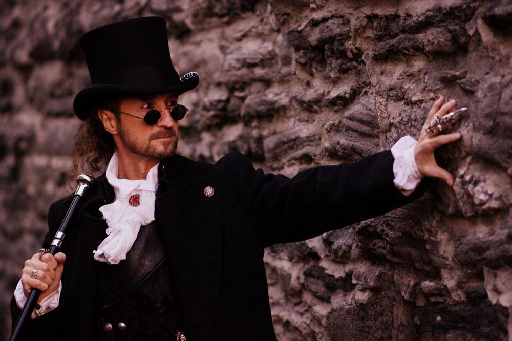 Biography Loran Magician – illusionist