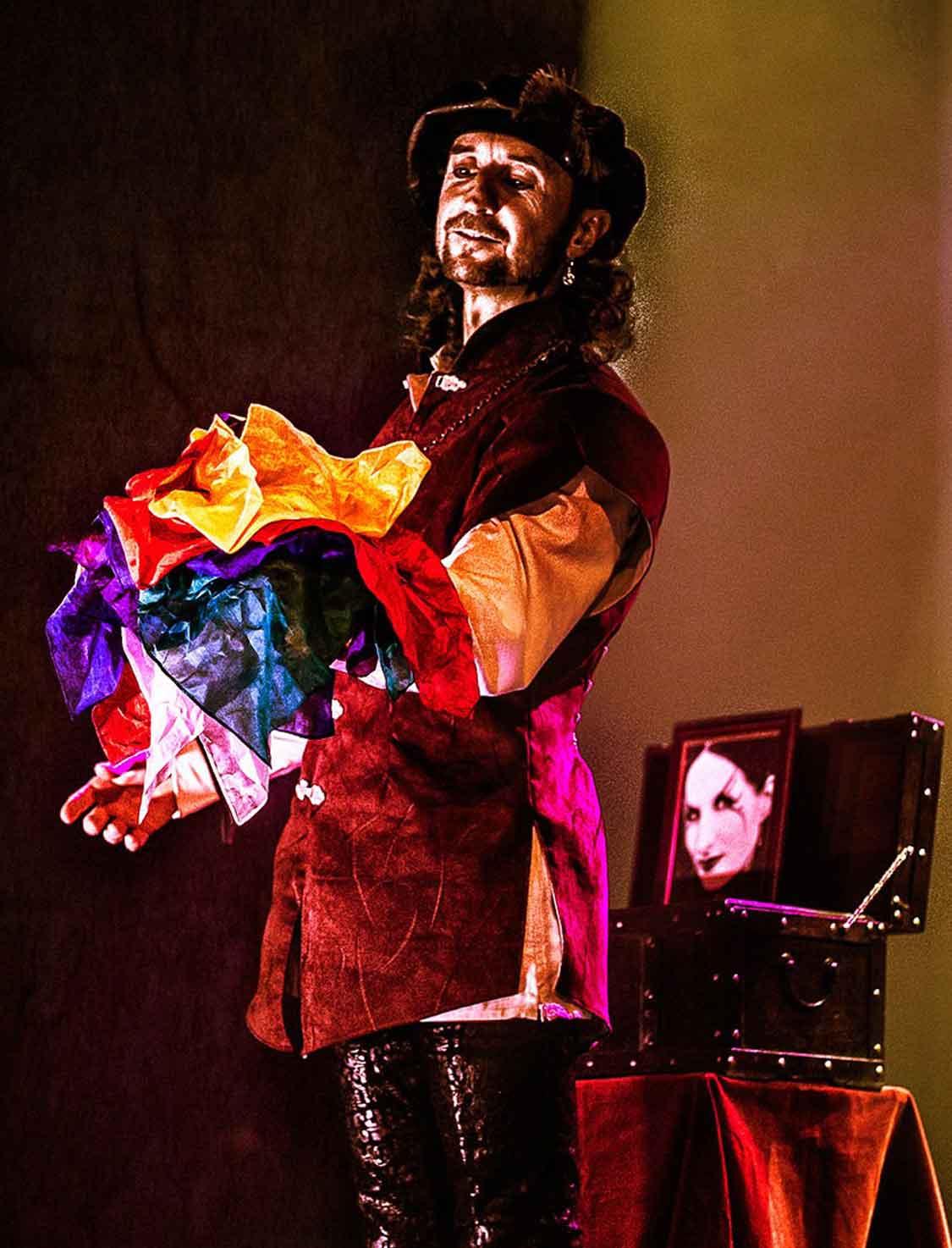 Loran magicien illusionniste et le numéro Fleur du Mal