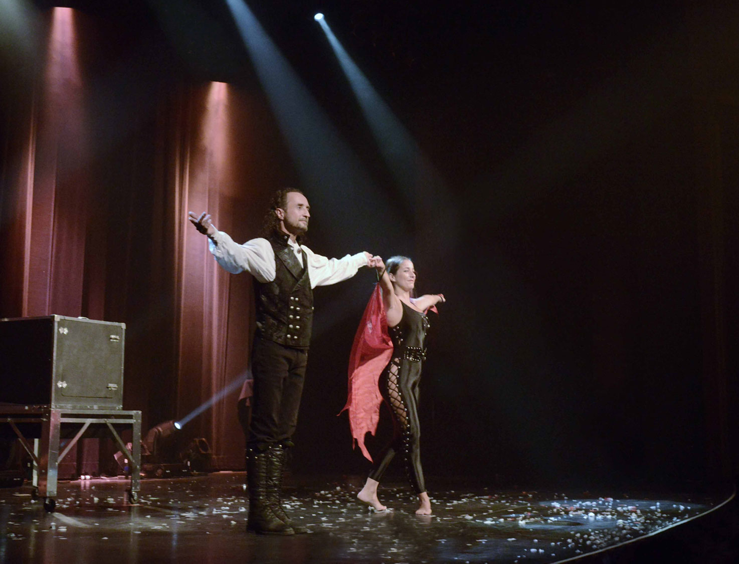 Loran magician illusionist on stage with Kristel